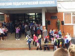1 сентября 2015 года ученики заходят в школу классами. ППК город Псков